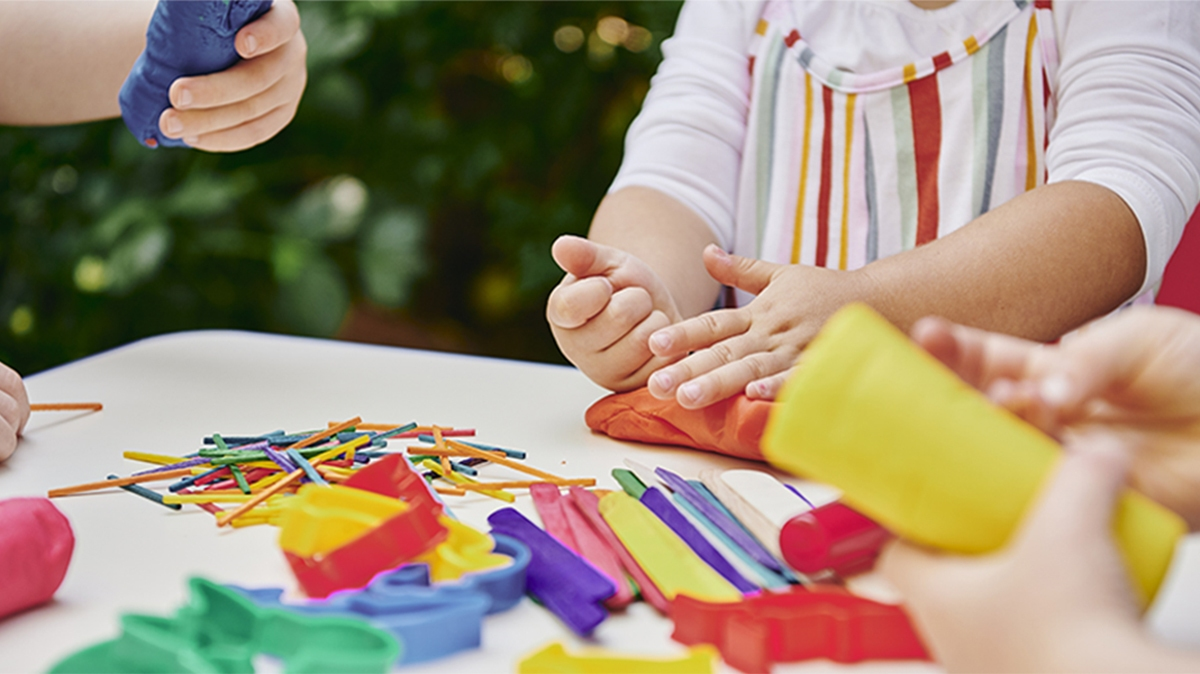 8 activities to keep kids busy while you work