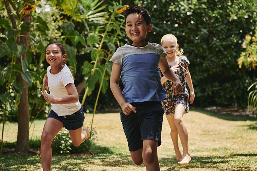 Kids outdoor activity: scavenger hunt