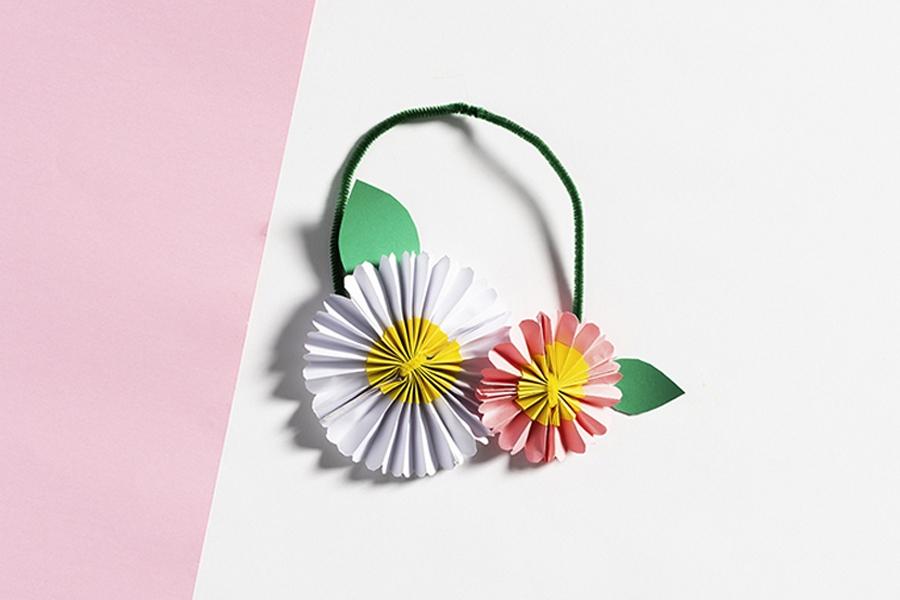 Kids craft activity: flower crown