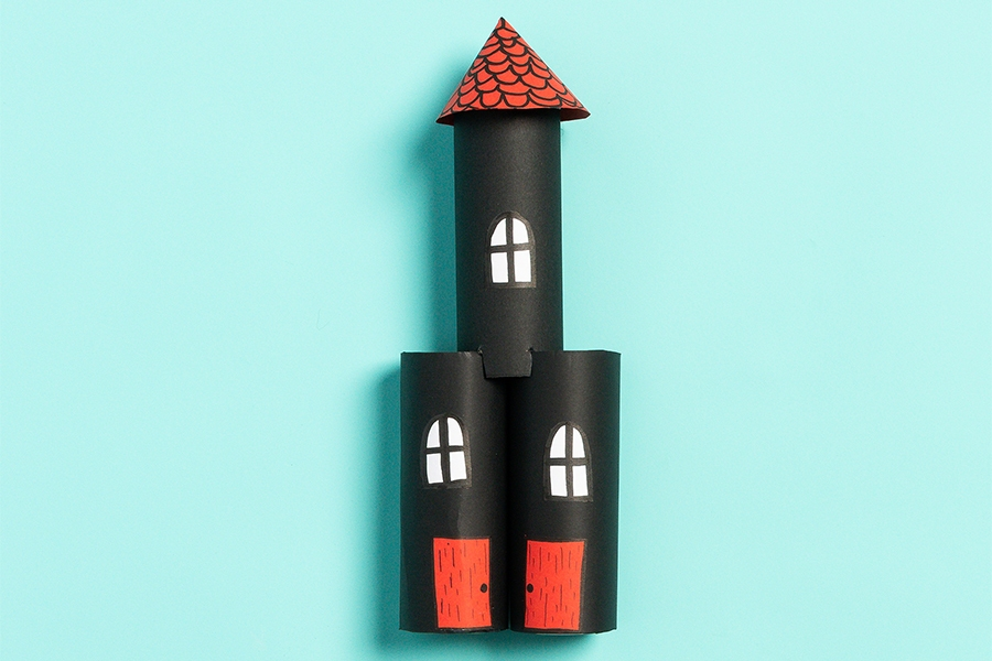 Craft project, perfect for primary school kids: paper towel roll castles