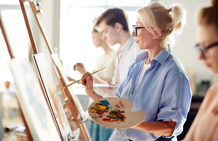 5 Amazing Benefits of Art Classes for Adults