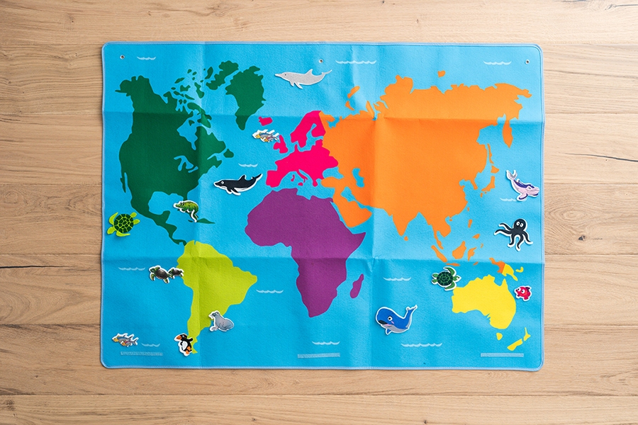 Learn with world maps: discover where animals live