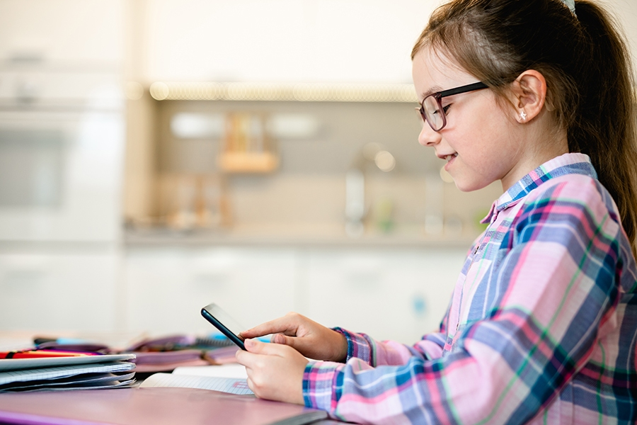 Recommendations for limiting screen time for kids and how to control it.