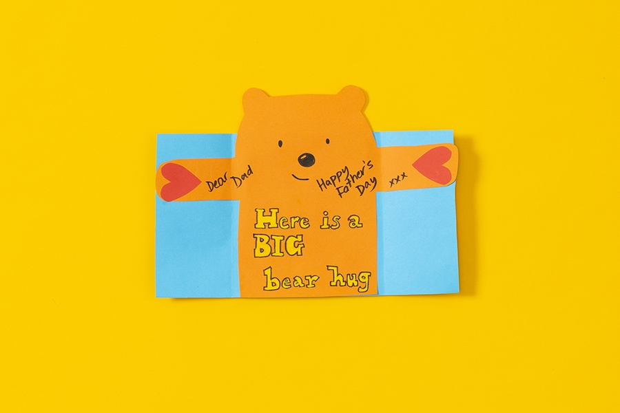 Kids will love making this easy DIY bear hug card for dad this Father's Day.