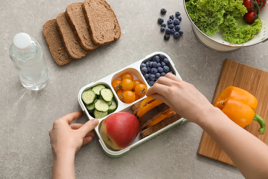 Back to school organisation tips for parents: the easy way to pack kids lunch boxes