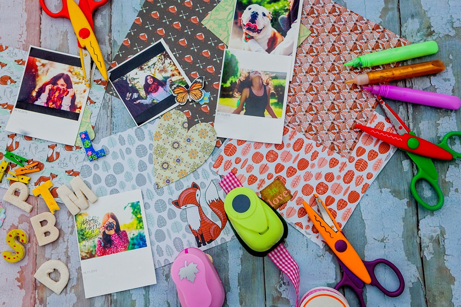 How to make a vision board with your family as a visualisation tool to inspire and focus.