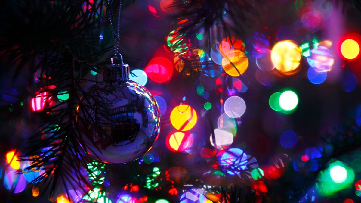 How do I create a Christmas light show? Read this simple step-by-step guide to find out