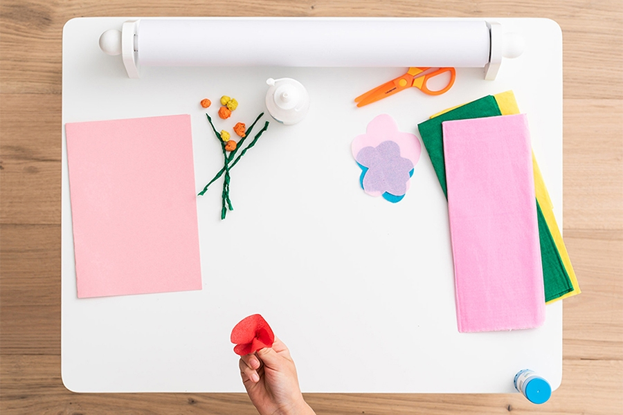 Arts and crafts to do at home: how to make paper flowers
