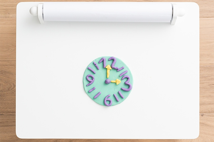 Craft and play activity: learn to tell the time