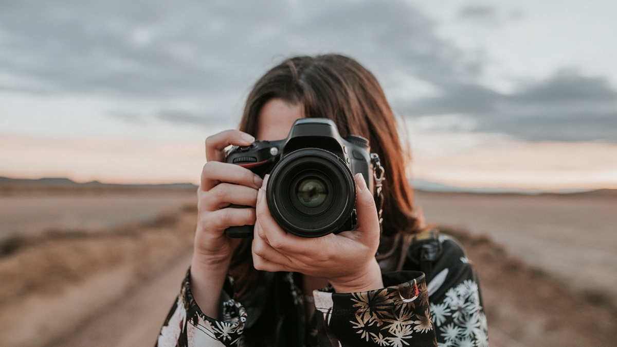 Cool photography art project ideas to try this weekend include nature photography and portrait photography.